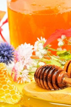 Лечение кашля медом и капустным листом